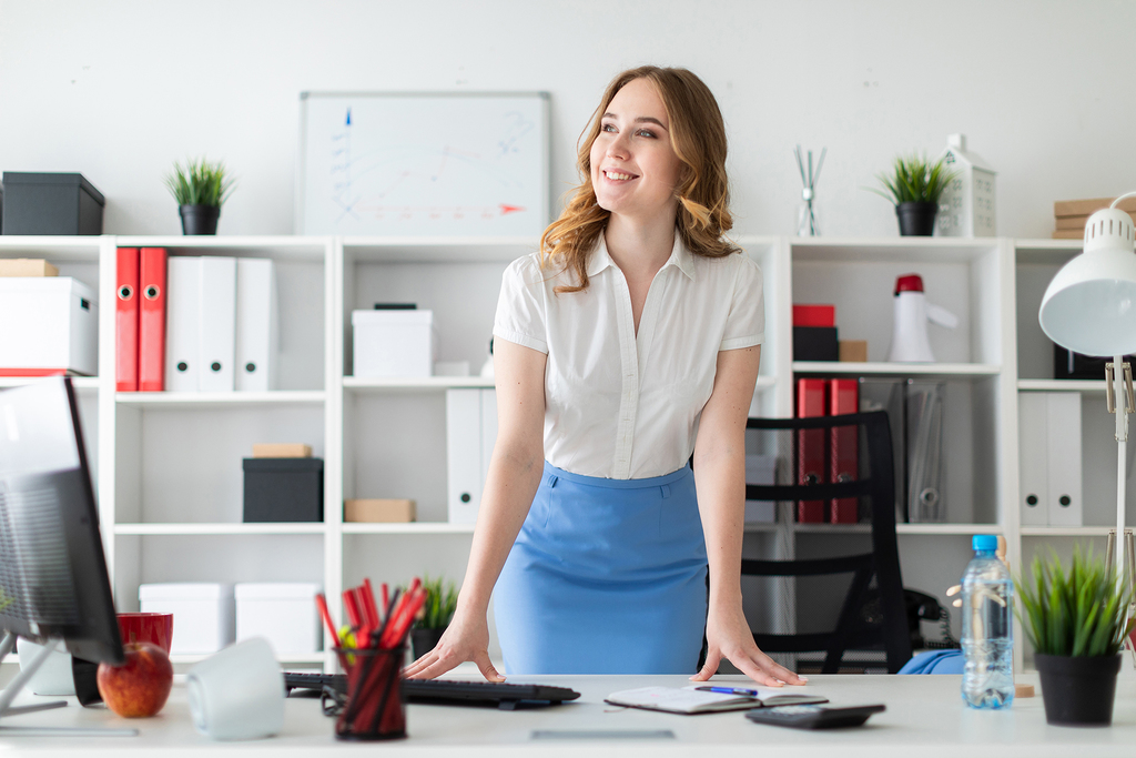 girl-young-business-businesswoman-office-standing-1456583-pxhere.com
